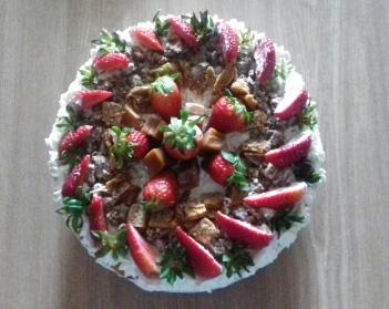 Tort śmietankowy z niespodzianką - kmacisia.blog