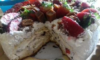 Tort śmietankowy z niespodzianką